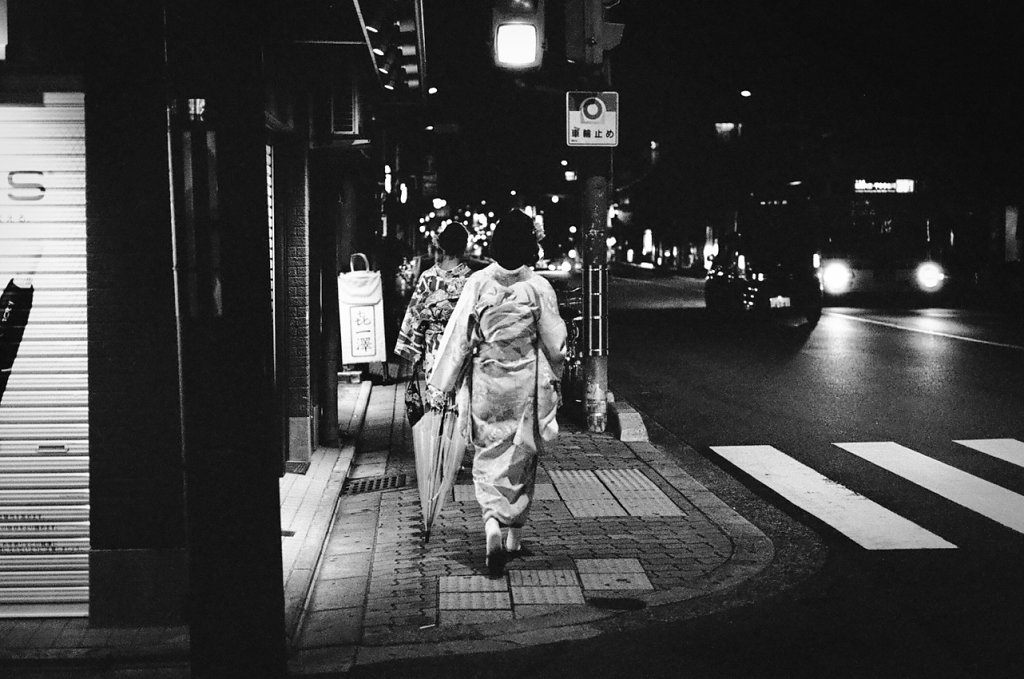 Nipponshi-dori #1 - [Girls in kimono] - (click on the photo for lightbox view)